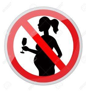 17307643-rojo-prohibici-n-de-sesi-n-mujer-embarazada-con-un-vaso-de-alcohol-Foto-de-archivo